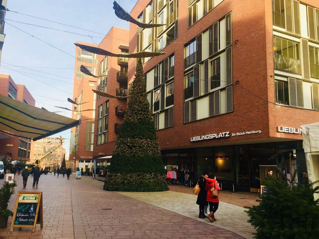Professionelle Weihnachtsbeleuchtung - In Hamburg mit Figuren, Bäume für Außen